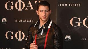 Nick Jonas vuelve a posar con poca ropa y Twitter enloquece [FOTOS]