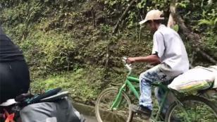 ¡Sujeto en bicicleta dejó en ridículo a triatletas profesionales! [VIDEO]