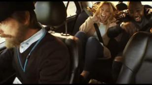 Tomaron un taxi sin imaginar que el conductor les haría esto [VIDEO]