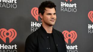 ¿Así de enamorado está Taylor Lautner de su nueva novia? [FOTO]