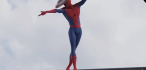¡Spiderman roba escudo de Capitán América y baila como Michael Jackson!