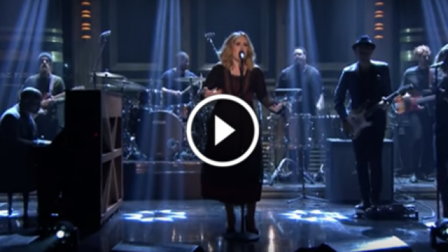 ¡Adele y su genial presentación de 'Water Under The Bridge' en el programa de Jimmy Fallon! [VIDEO]