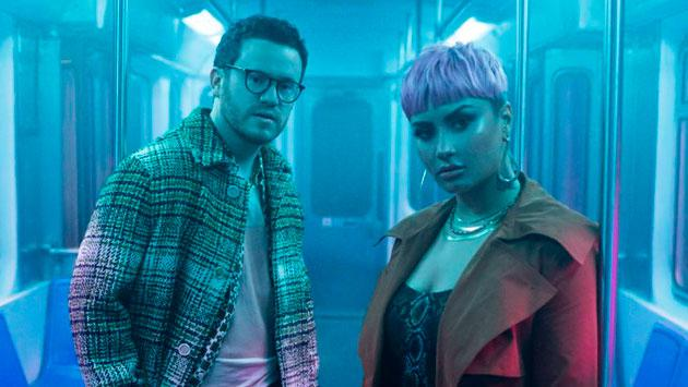 Demi Lovato y Sam Fisher estrenaron 'What Other People Say'