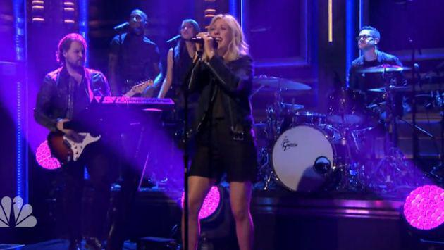 ¡Ellie Goulding y su increíble interpretación de 'On My Mind'! [VIDEO]