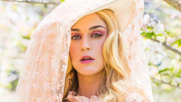 Katy Perry comparte el detrás de cámaras del videoclip de 'Never really over'