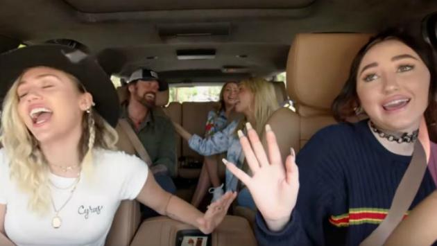 ¿Viste a Miley Cyrus, Ariana Grande, Noah Cyrus y más en el spin-off de 'Carpool Karaoke'? [VIDEO]