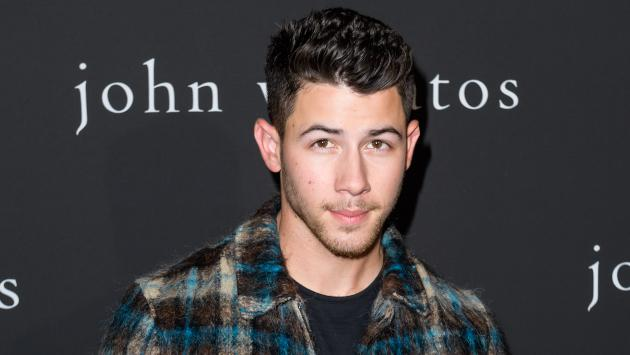 Nick Jonas se sienta a conversar con Kelly Clarkson