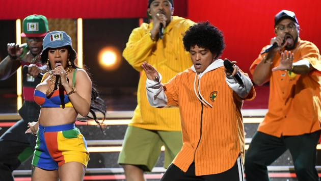 'Please me' de Cardi B y Bruno Mars debuta en el top 5 del Hot 100