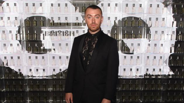 Sam Smith usa tacones en ceremonia de GQ