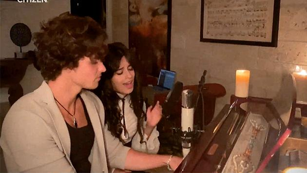 Shawn Mendes y Camila Cabello cautivaron a sus fans con 'What a wonderful world' en concierto benéfico