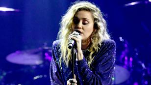 Miley Cyrus rinde emotivo tributo a Chris Cornell